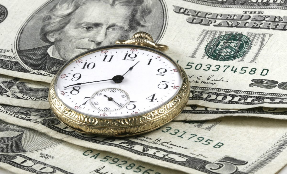 bills and a clock representing Chicago wage violations attorney